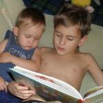 ребенок читает сам