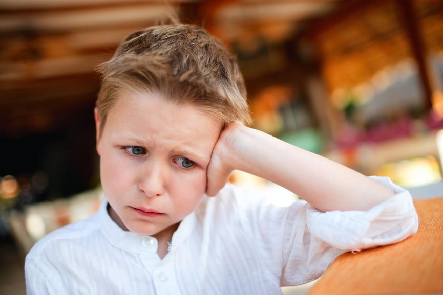 расстроенный мальчик